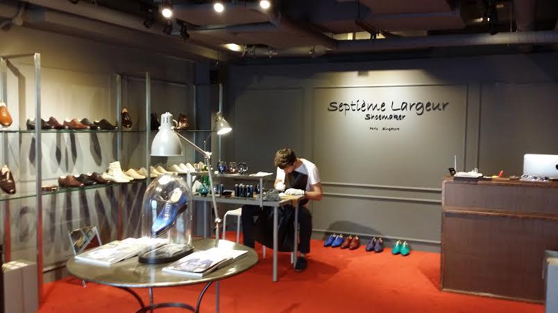 Septieme Largeur Expand to Singapore