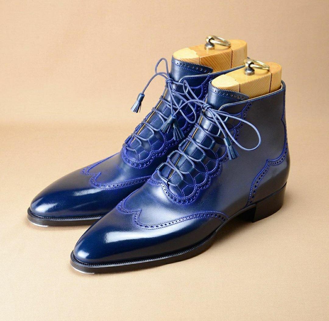Boot Progression by Hiro Yanagimachi